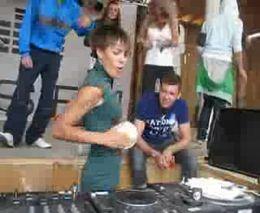 DJ колбасит (9.941 MB)
