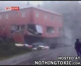 Оползень разрушил дом (2.934 MB)