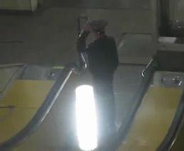 Пьяный мент в метро (1.508 MB)
