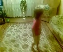 Строгая девчушка (4.383 MB)