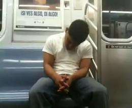 В метро спать неудобно (1.347 MB)