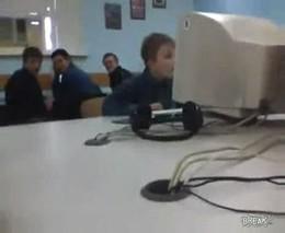 И что он там смотрит?! (2.338 MB)
