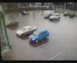 Блондинка на парковке (3.500 MB)