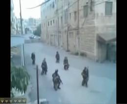 Иракские солдаты танцуют на улице Хеврона (2.811 MB)
