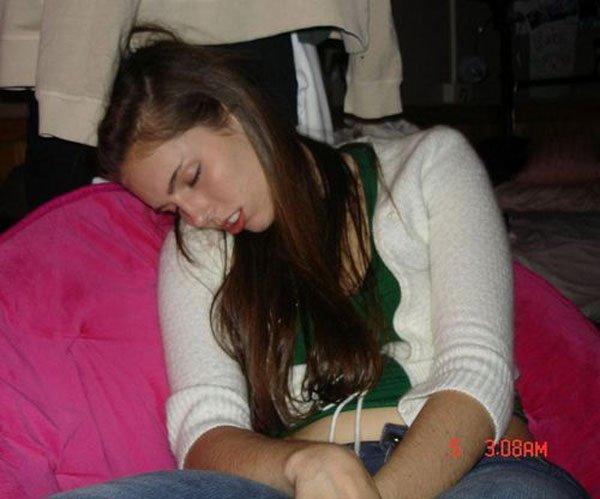 Девушки спят (72 фото)