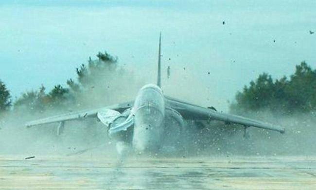 Неудачное приземление (4 фото)