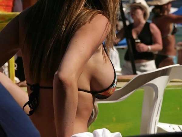 Девушки в купальниках (40 фото)