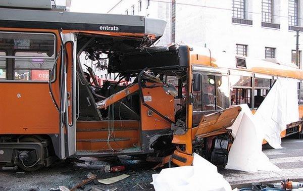 Столкновение трамваев (8 фото)