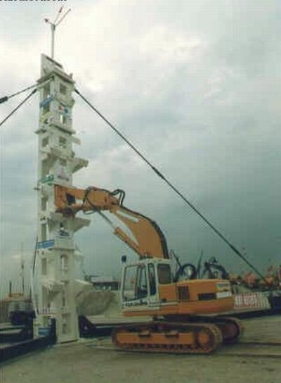 Трактор-скалолаз (4 фото)