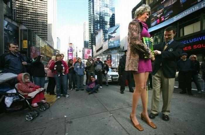 Самые длинные ноги в мире (4 фото)