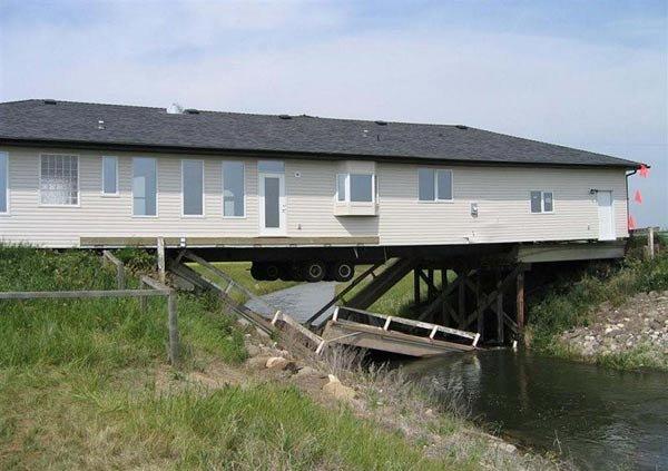 Что не так с этим домом? (3 фото)
