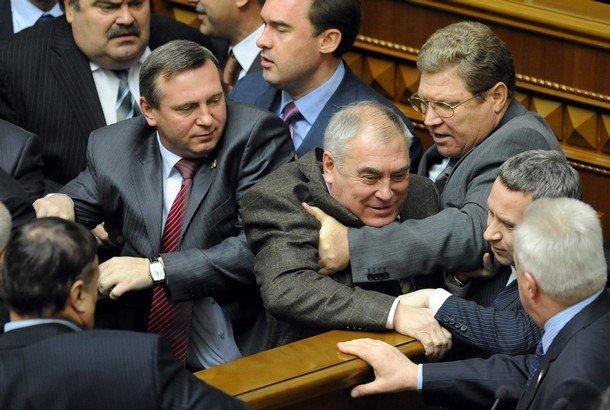 В раде вчера подрались депутаты (5 фото)