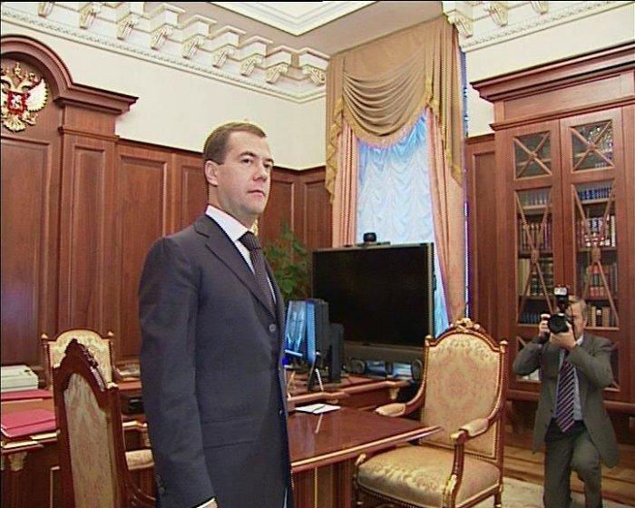 Рабочий стол Медведева (4 фото)