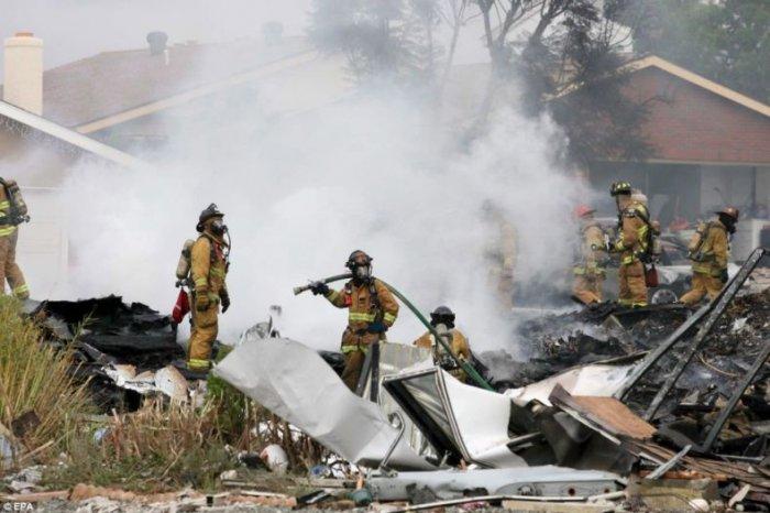 Крушение самолета в США (10 фото)