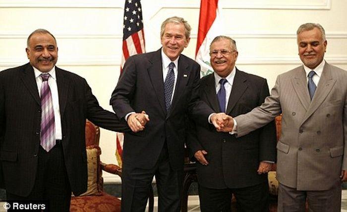 Буша закидали ботинками (7 фото + видео)