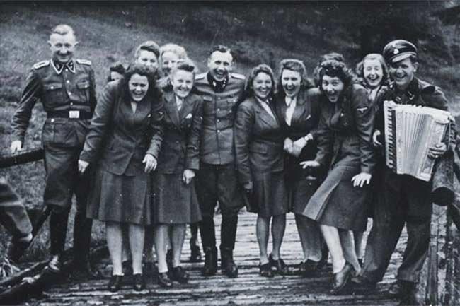 Работники концлагеря Освенцима (10 фото)
