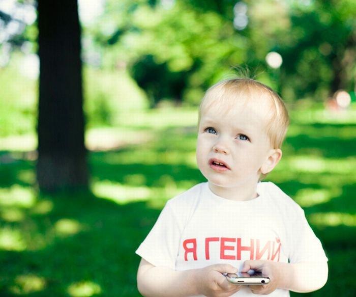 Дети в прикольных футболках (45 фото)