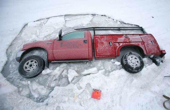 Застрял во льду (5 фото)