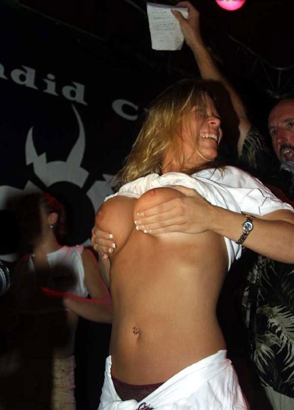 Девушки отрываются в клубах! (26 фото)
