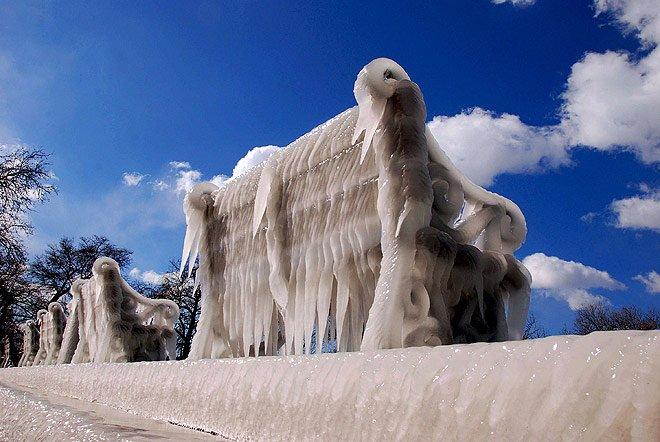 Средиземноморский курорт завалило снегом (7 фото)