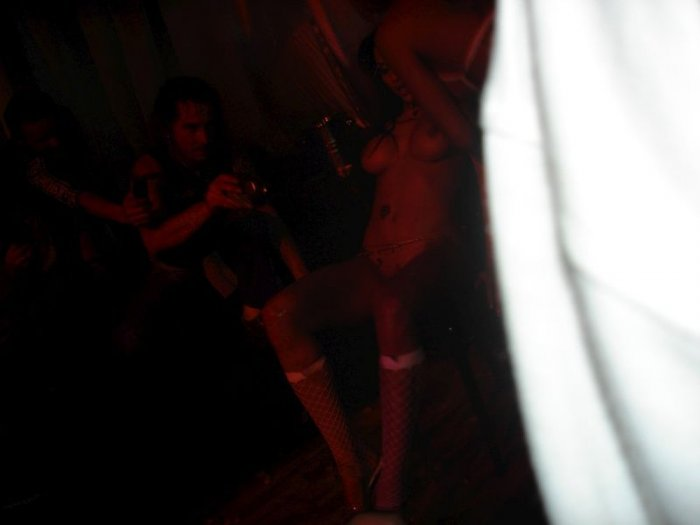 Стриптиз в клубе (44 фото)