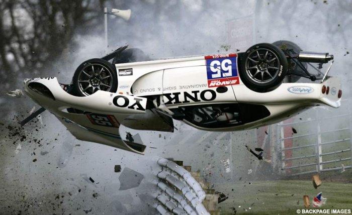 Жуткая авария на гонке British GT Oulton Park-2008 (4 фото)