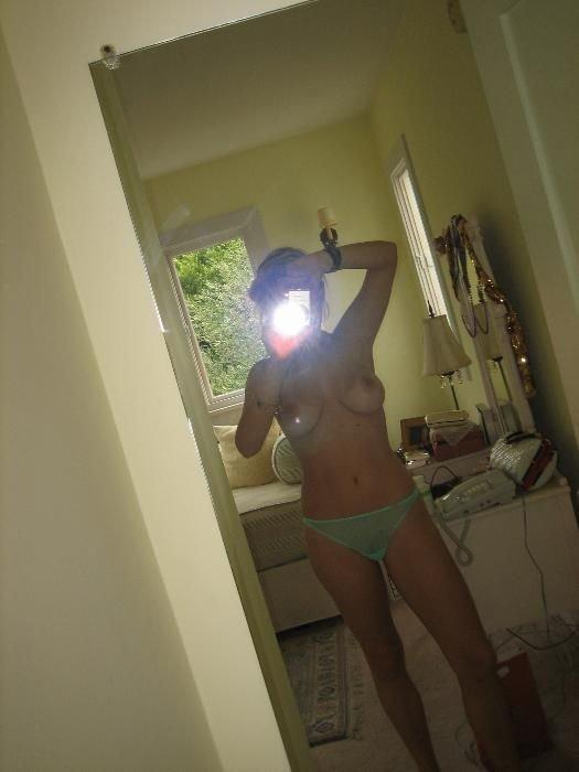 Девушки фоткают себя в зеркале:-) (45 фото)