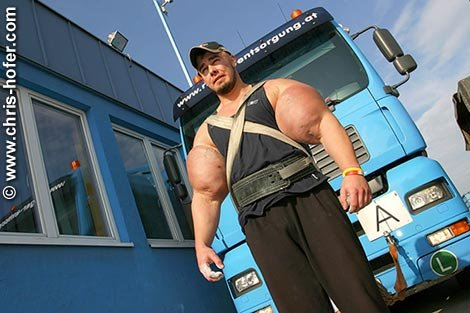Чемпион мира по тасканию грузовиков Peter Hiesinger (11 фото)