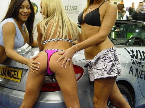 Девушки с автовыставок (49 фото)