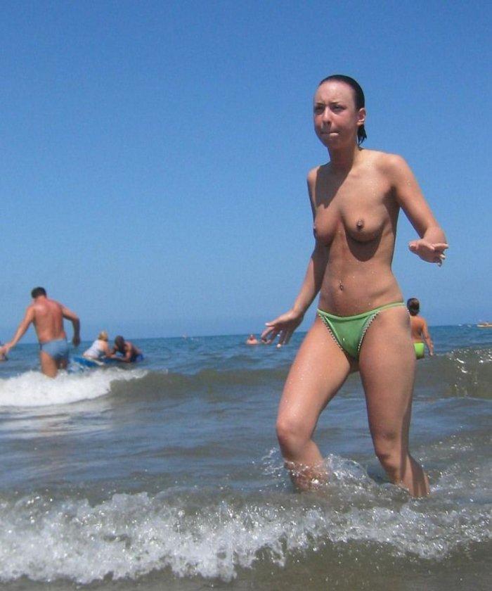 Подборка пляжных девушек (76 фото)