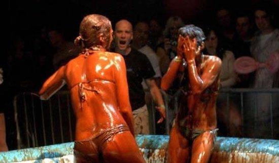 Женские бои в шоколаде (40 фото)