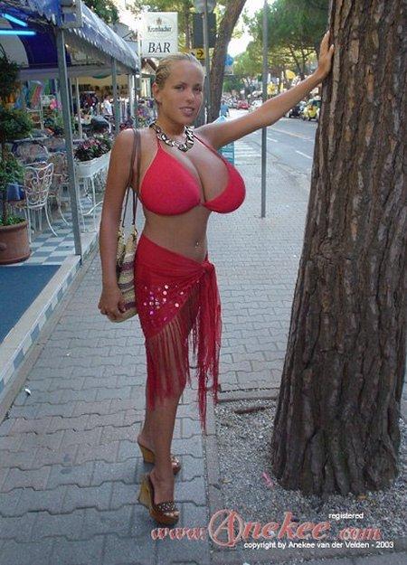 Модель с натуральной грудью 10-го размера (40 фото)