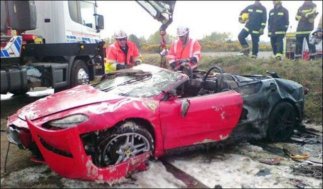 Как разбить авто за 150.000$ (3 фото)