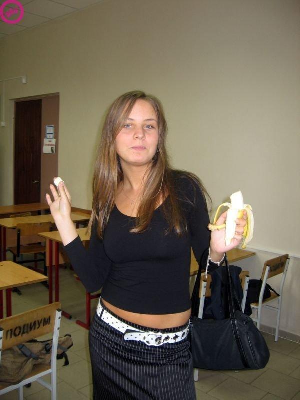 Девушки + бананы (8 фото)