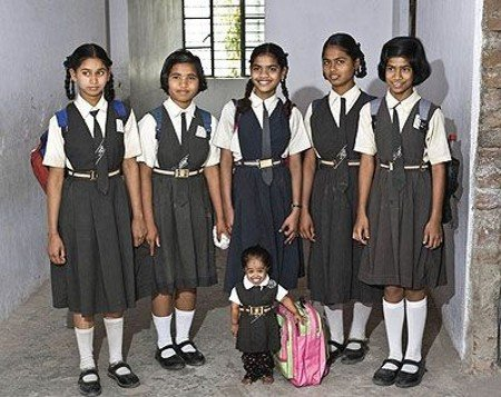 Самая маленькая девочка в мире (5 фото)
