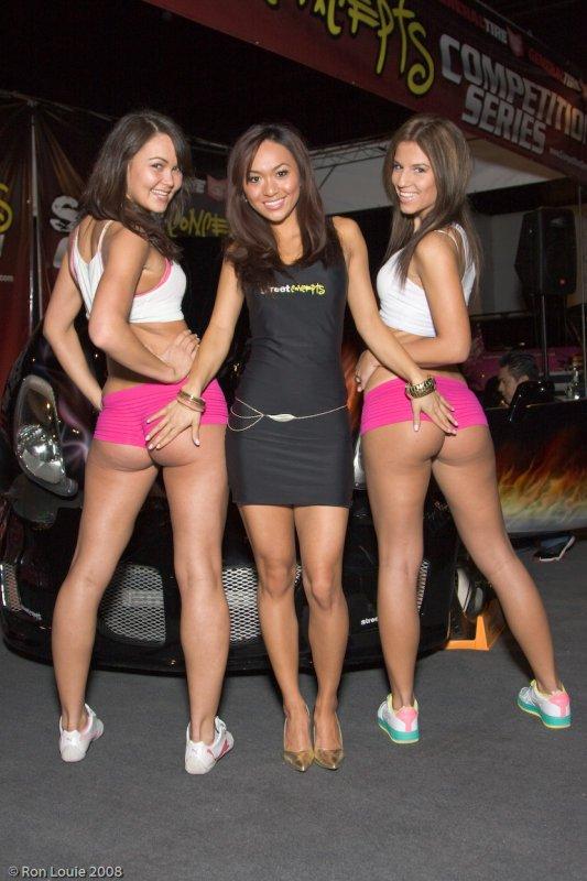 Подборка девушек с автовыставок (24 фото)
