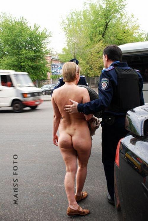 Как не надо знакомиться с представителями власти:-) (3 фото)