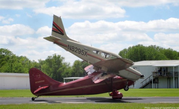Как размножаются самолеты! (4 фото)