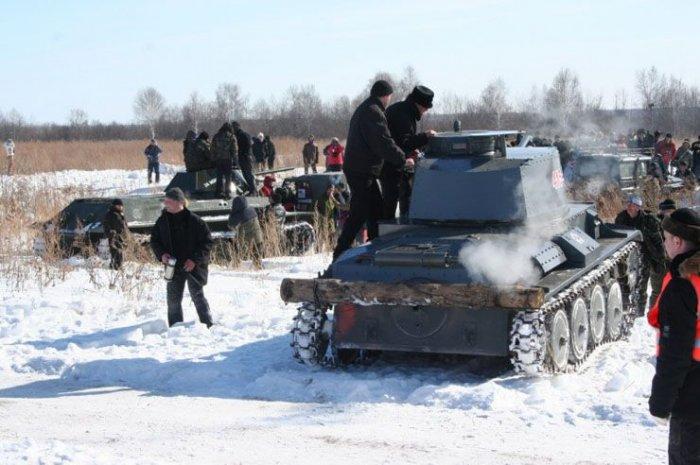 Заезд танков и джипов (17 фото)