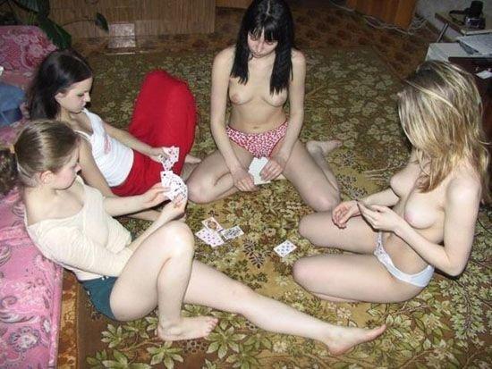 Подборка девушек топлесс (80 фото)