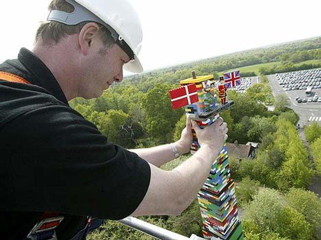 Башня из Лего (3 фото)