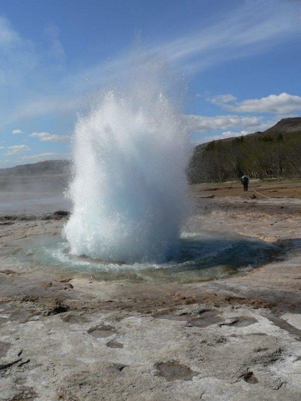 Гейзер в Исландии (10 фото)