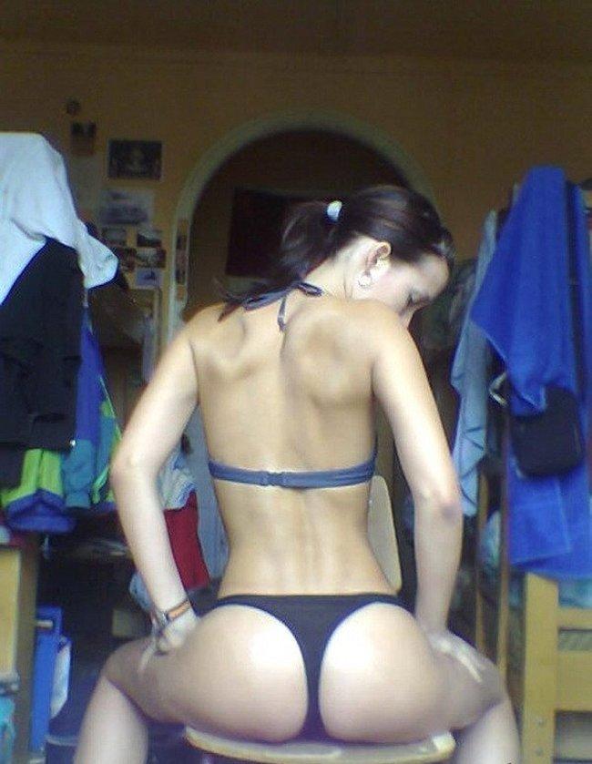 Девушки. Вид сзади (22 фото)