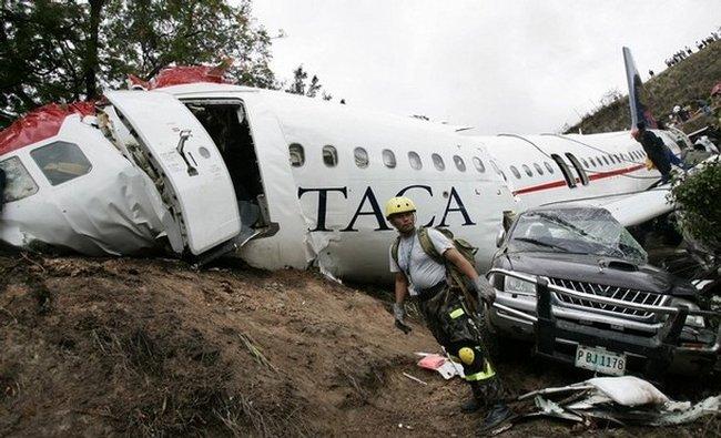 Авиакатастрофа а Гондурасе (6 фото)