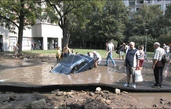 Не только в России плохие дороги (12 фото)