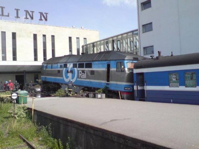 Поезд vs BMW (20 фото)