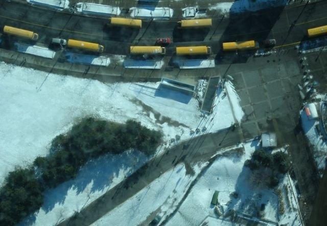 Стеклянные полы на большой высоте (16 фото)