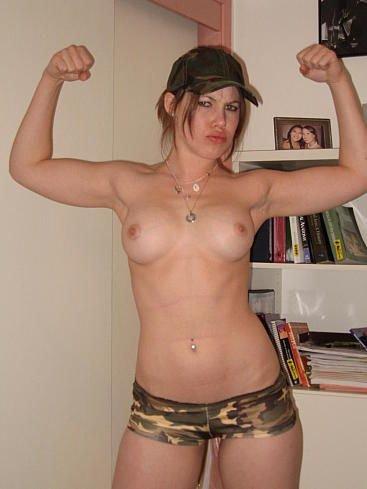 Девушки в армии (16 фото)