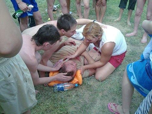 Пьяный сын прокурора вылетел на пляж давить людей (5 фото)