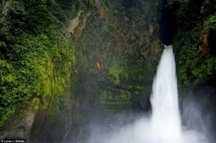 Экстримальные прыжки в воду! (6 фото)